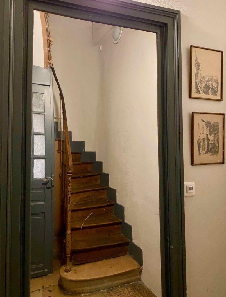 Senlis-La-Boheme-couloir-escalier