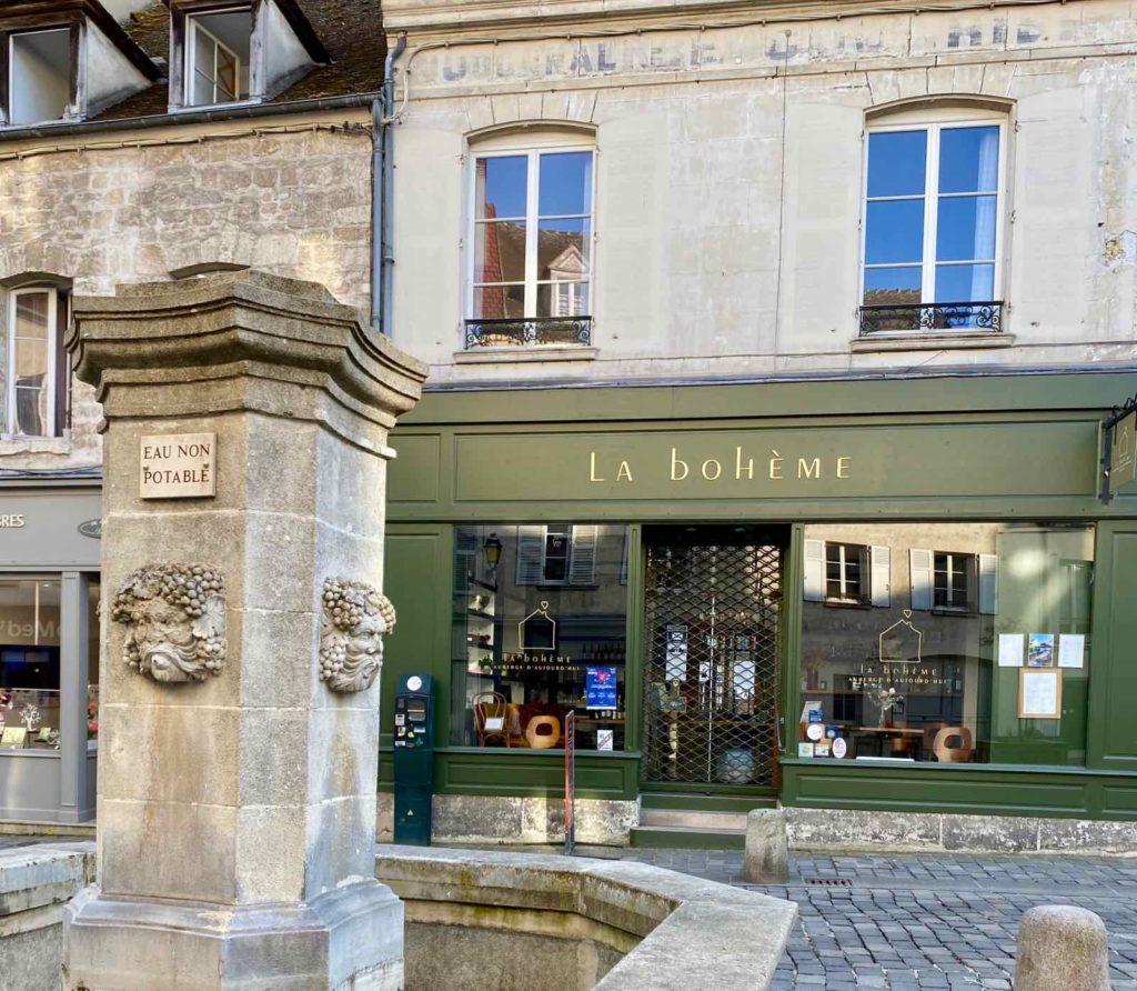 Senlis-La-Boheme-facade-rue