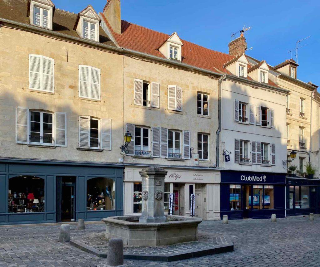 Senlis-La-Boheme-place-Henri-IV