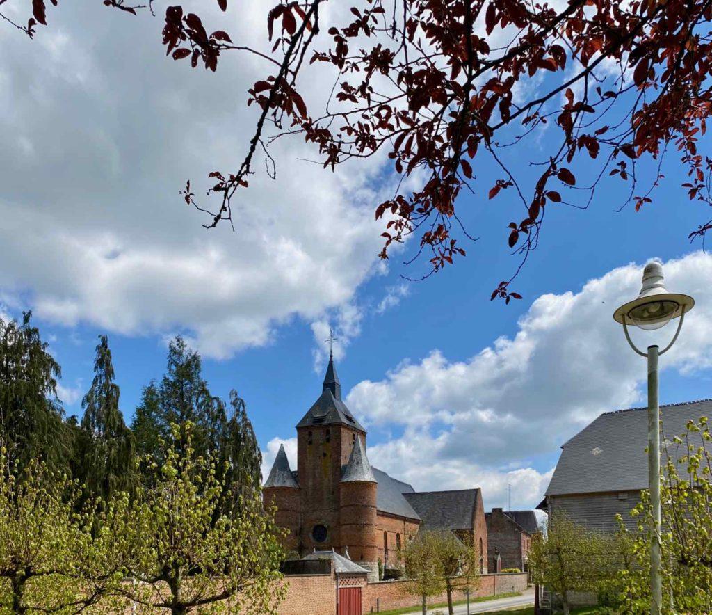 Eglises-fortifiees-vallee-de-l-Oise-Autreppes-vue-avec-vegetation