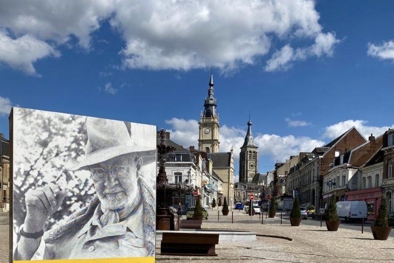 Photo-Plus-au-nord-Le-Cateau-panneau-devant-musee-Matisse