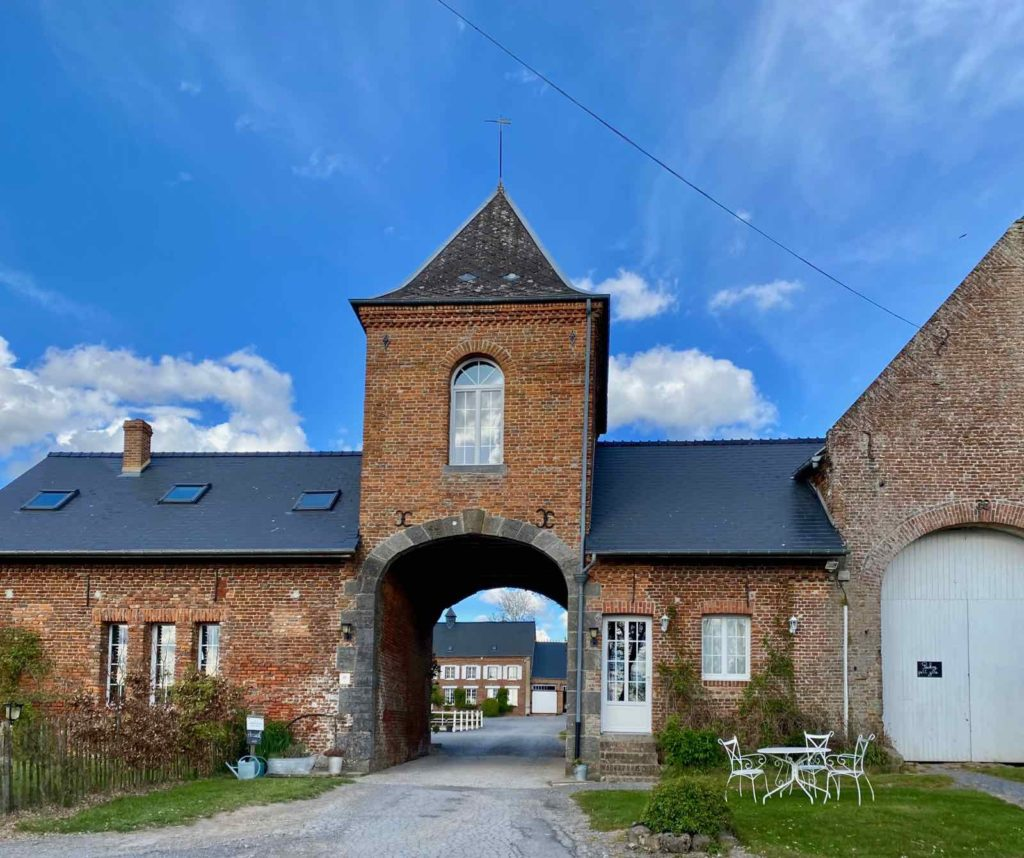 Se-mettre-au-vert-en-Picardie-Ferme-Ribeaufontaine-Dorengt-entree