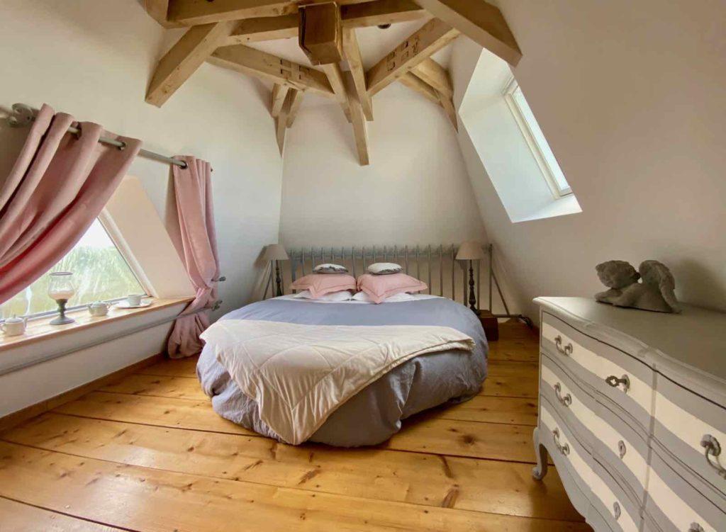 Se-mettre-au-vert-en-Picardie-Ferme-Ribeaufontaine-Dorengt-pigeonnier-chambre