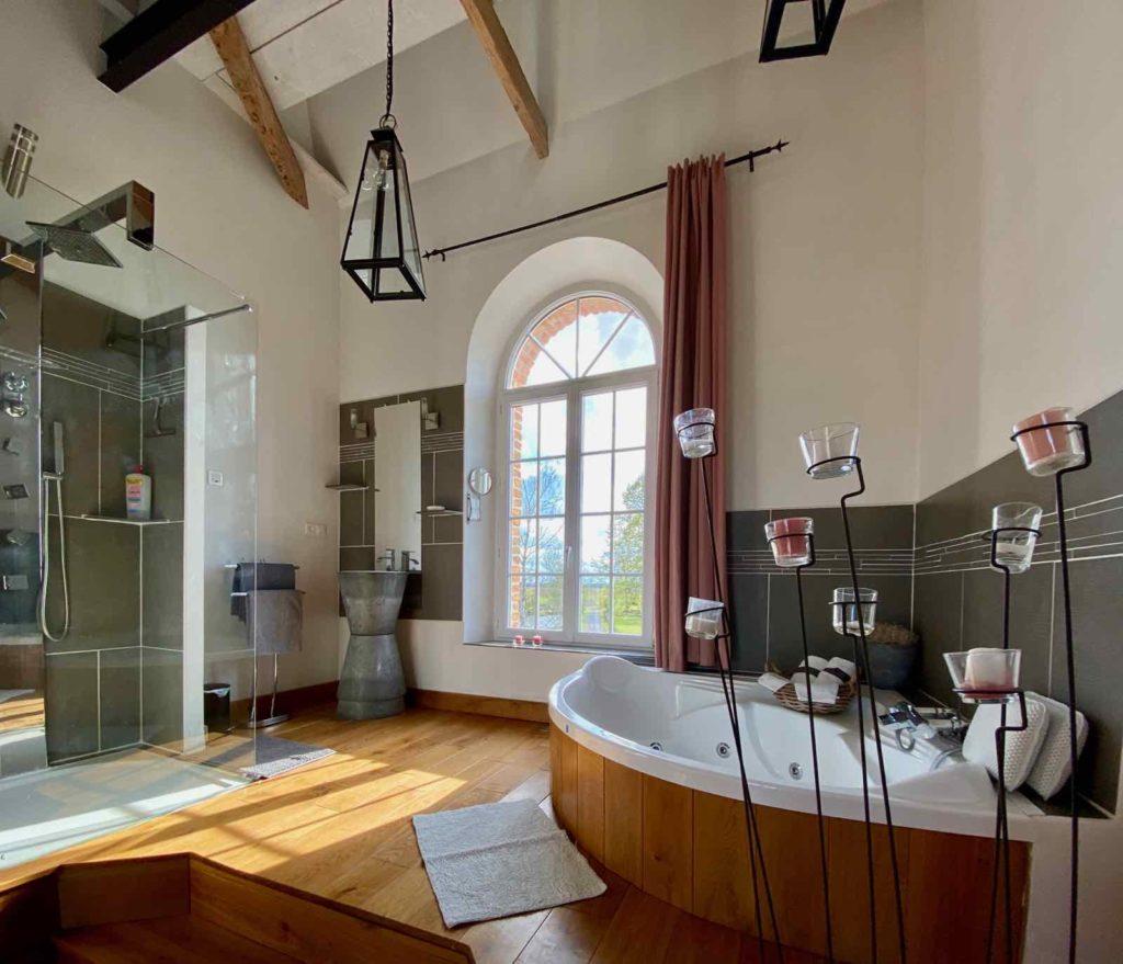 Se-mettre-au-vert-en-Picardie-Ferme-Ribeaufontaine-Dorengt-pigeonnier-salle-de-bain