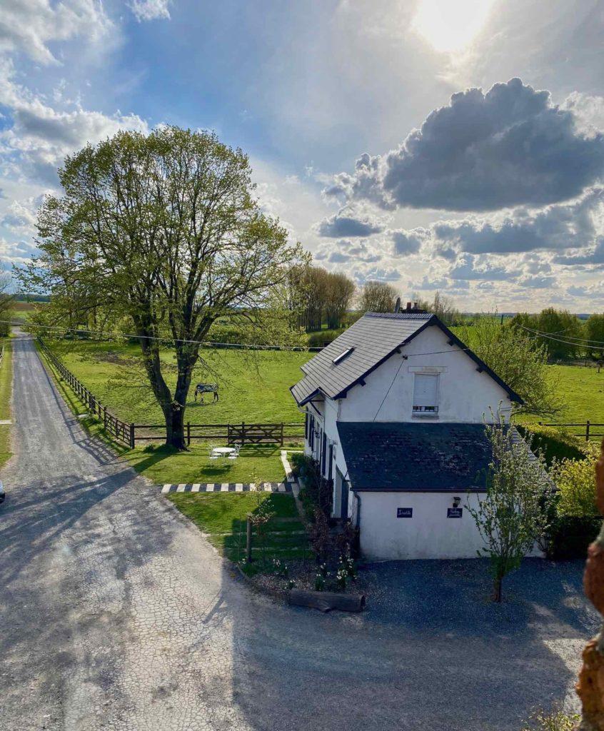 Se-mettre-au-vert-en-Picardie-Ferme-Ribeaufontaine-Dorengt-vue-allee