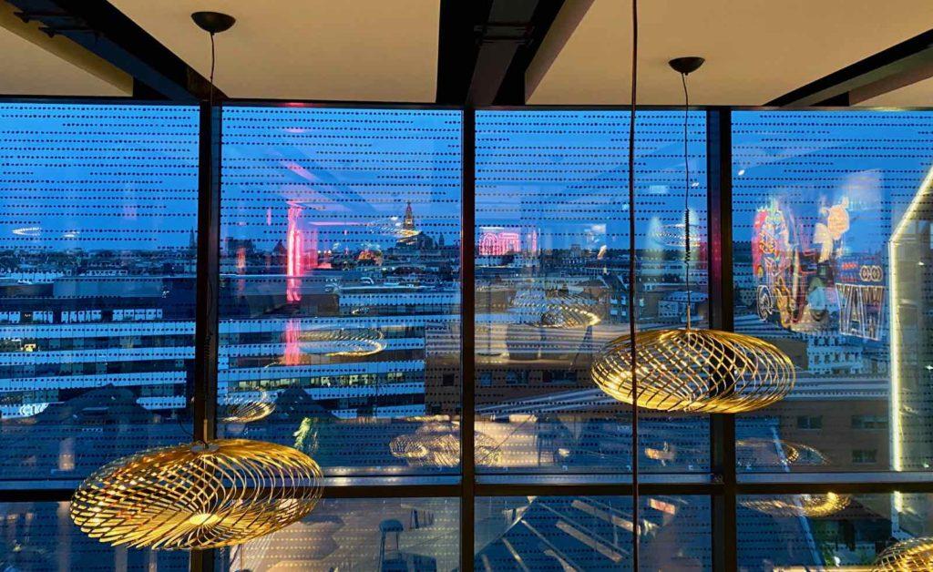Nū-Restaurant-Lille-derriere-baies-vitrees