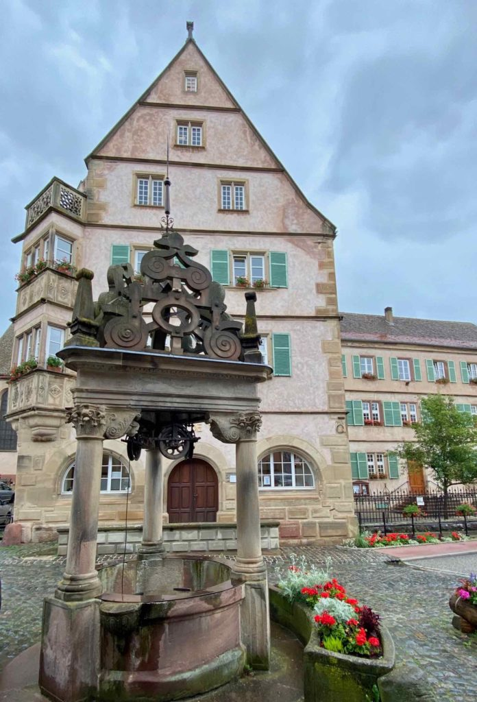 Boersch-hotel-de-ville-et-puits
