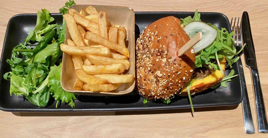 Hall-U-Need-Saint-Andre-burger