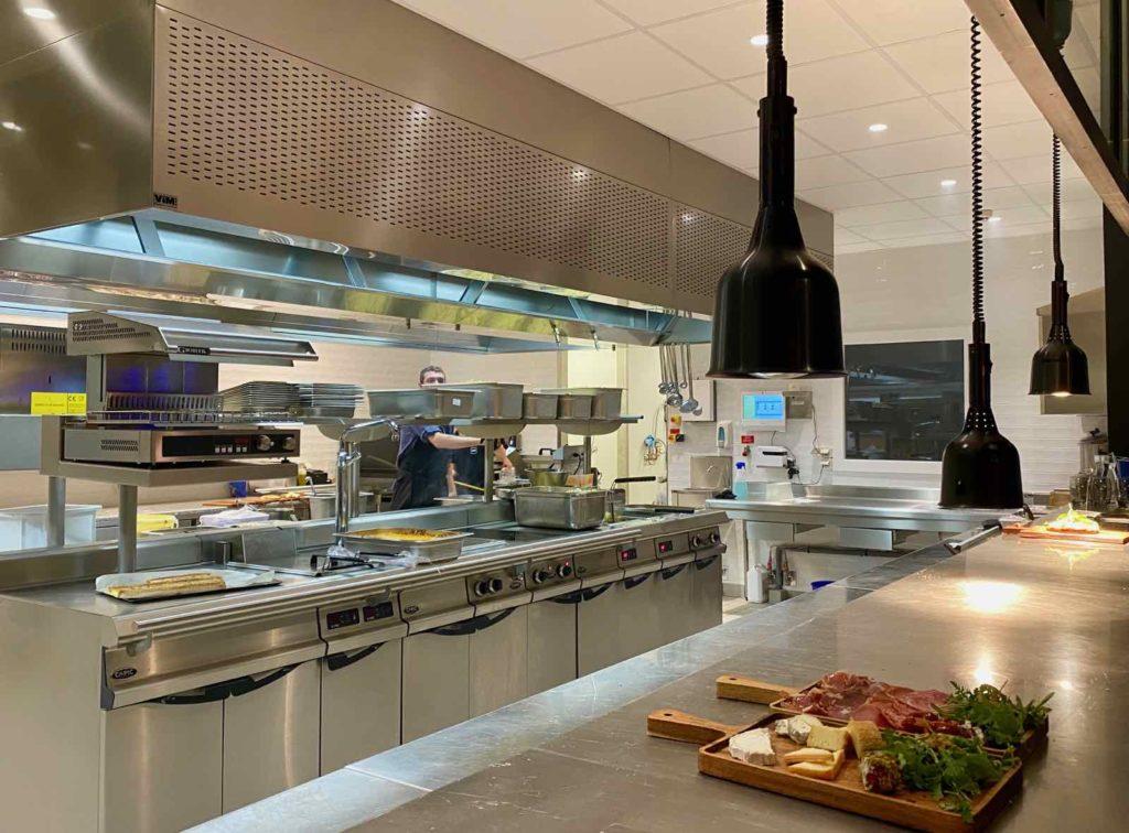 Hall-U-Need-Saint-Andre-cuisine-ouverte