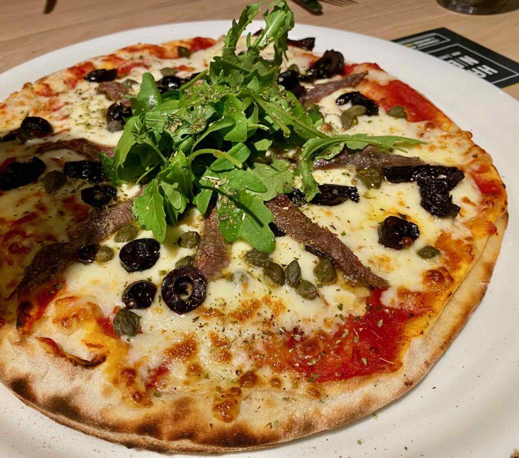 Hall-U-Need-Saint-Andre-pizza