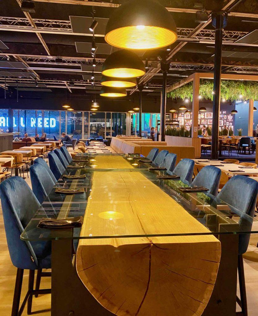 Hall-U-Need-Saint-Andre-table-bois-verre