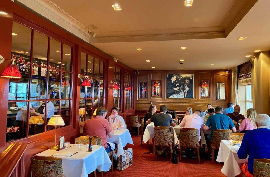 Knokke-Brasserie-Rubens-salle