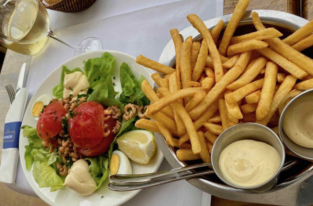 Knokke-Brasserie-Rubens-tomates-crevettes-avec-frites