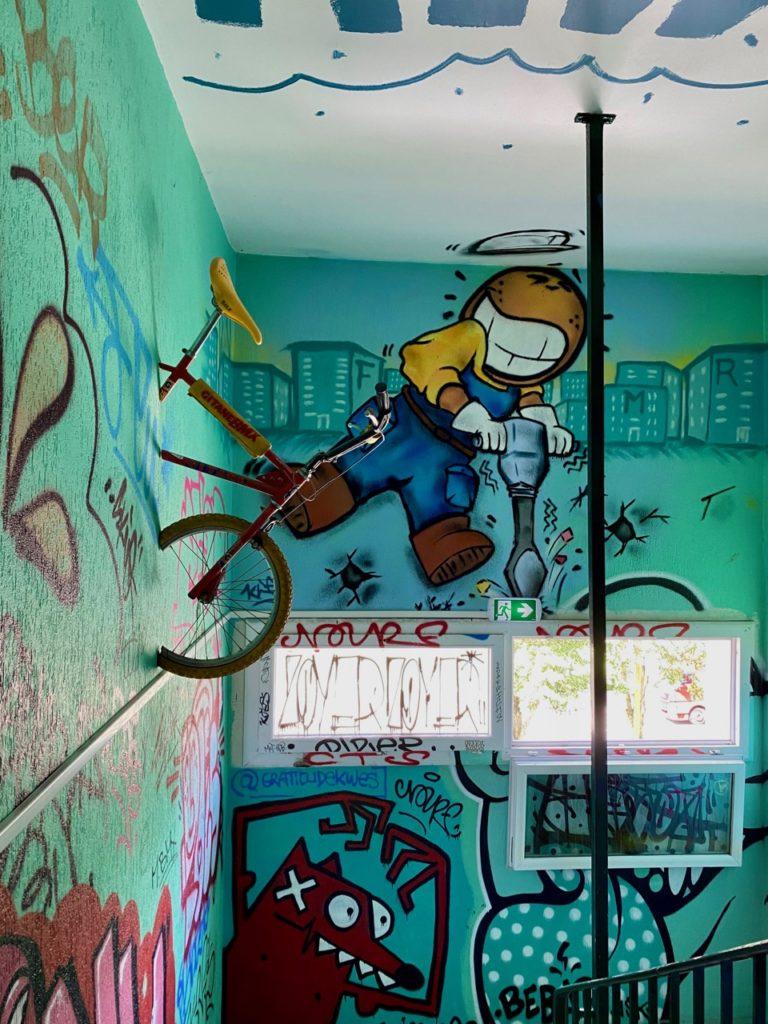 Transition-Abbeville-art-urbain-couloir-avec-velo