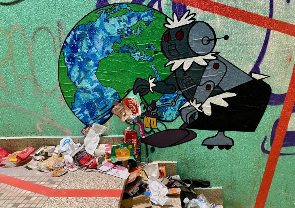 Transition-Abbeville-art-urbain-installation-robot-ramasseur-ordures-couloir