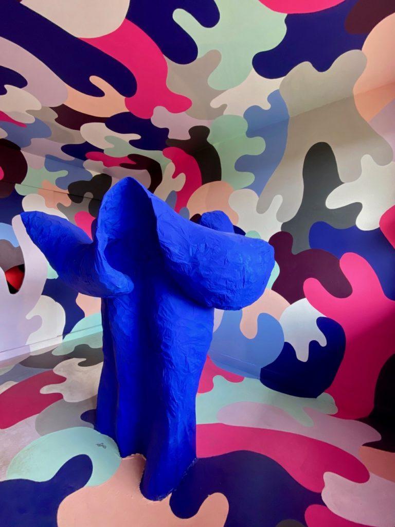 Transition-Abbeville-art-urbain-sculpture-bleue