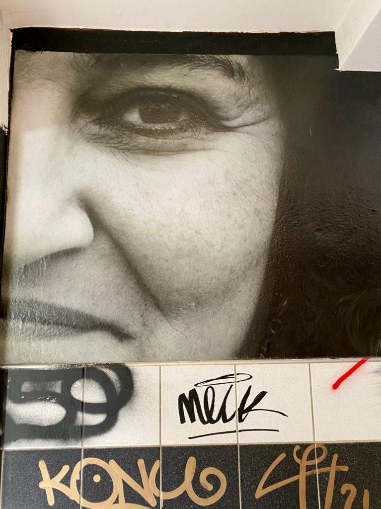 Transition-Abbeville-art-urbain-visage-couloir