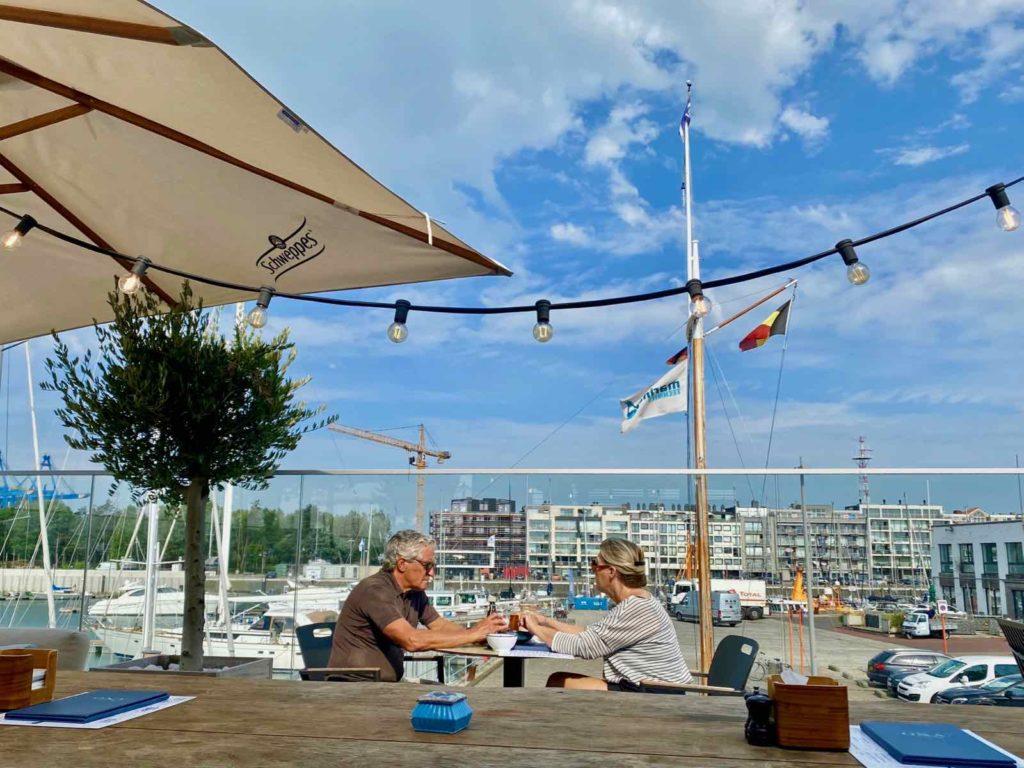 Zeebrugge-Ona-by-Werftje-couple-en-terrasse