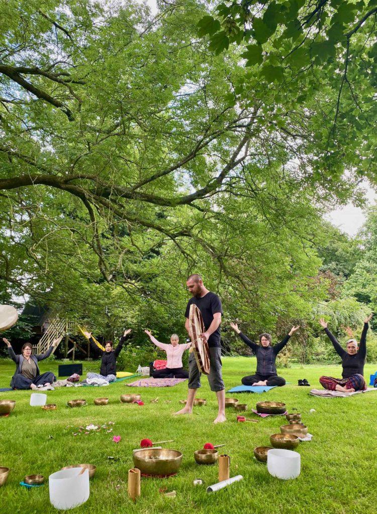 Zen-en-baie-yoga-avec-tambour