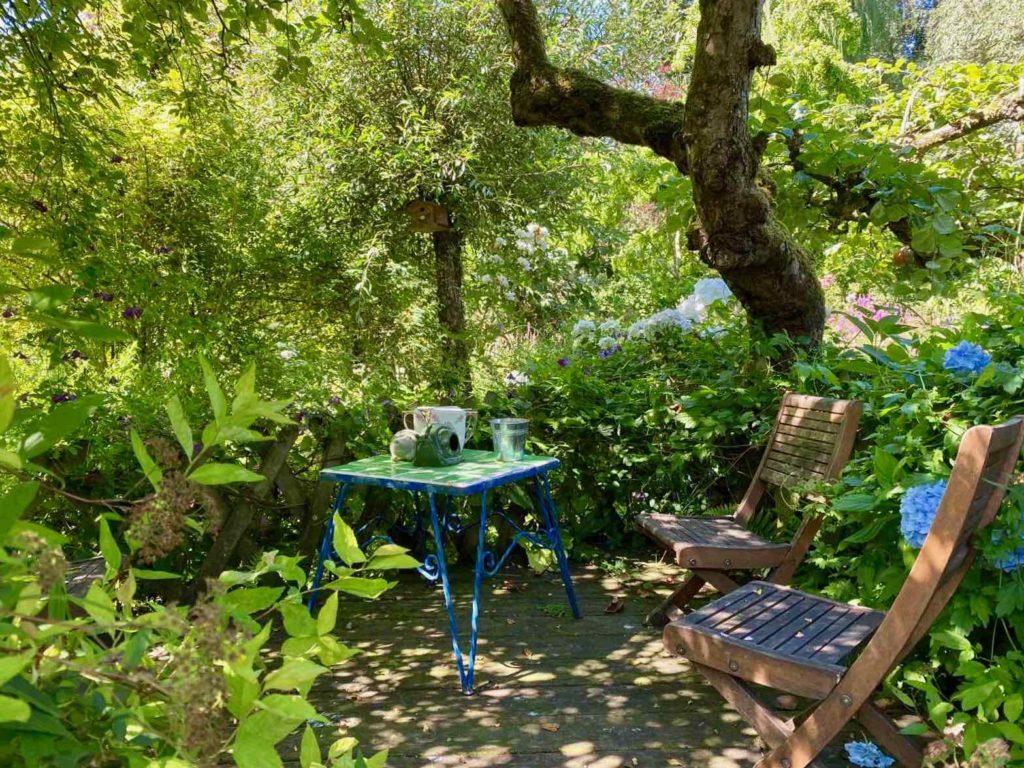 Le-Jardin-des-Lianes-Cheriennes-sieges-deux