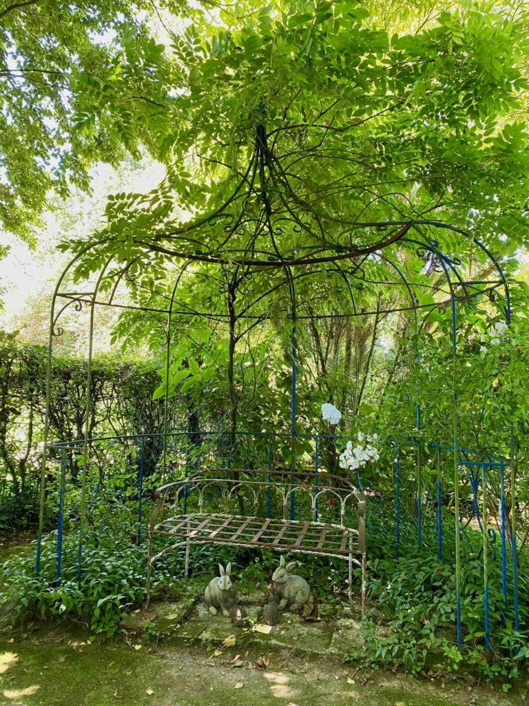 Le-Jardin-des-Lianes-Cheriennes-sieges-sept