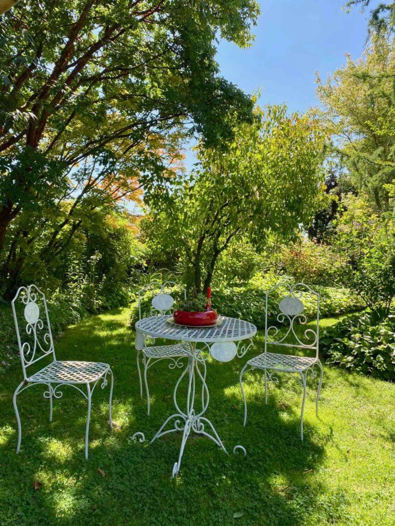 Le-Jardin-des-Lianes-Cheriennes-sieges-six