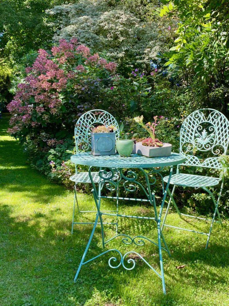 Le-Jardin-des-Lianes-Cheriennes-sieges-un
