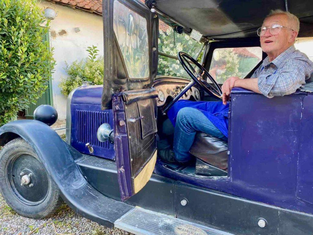 Saint-Remy-au-Bois-le-Tearoom-au-volant-vieille-auto