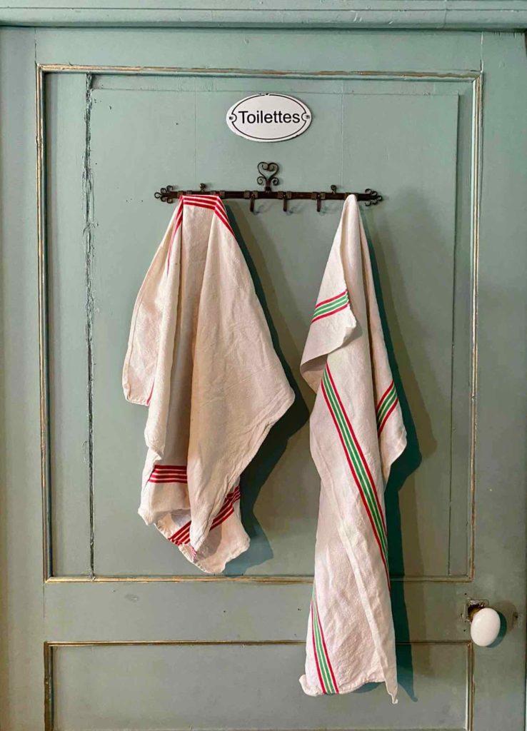 Saint-Remy-au-Bois-le-Tearoom-porte-toilettes