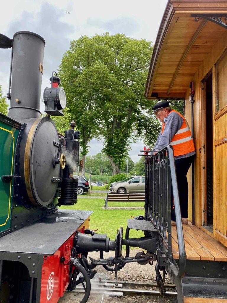 Chemin-de-fer-de-la-baie-de-Somme-derriere-locomotive