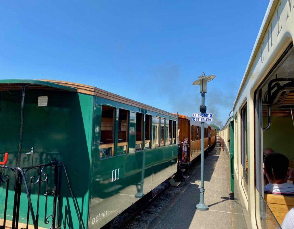 Chemin-de-fer-de-la-baie-de-Somme-deux-trains-arret