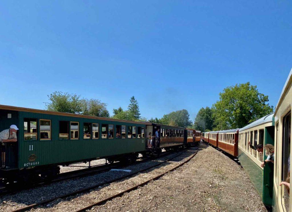 Chemin-de-fer-de-la-baie-de-Somme-deux-trains-en-route
