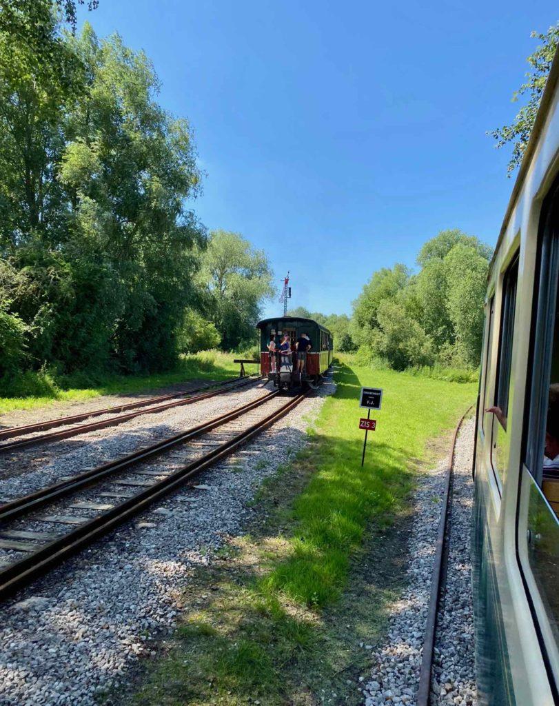 Chemin-de-fer-de-la-baie-de-Somme-deux-trains-roulant