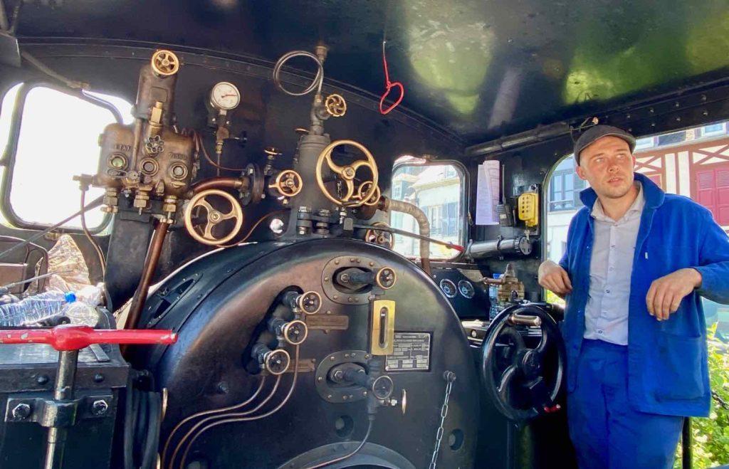 Chemin-de-fer-de-la-baie-de-Somme-jeune-conducteur-machine