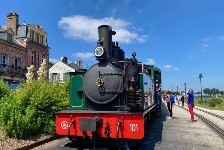 Chemin-de-fer-de-la-baie-de-Somme-locomotive-quai-Saint-Valery