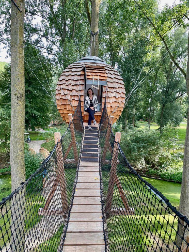 Domaine-Natureza-cabane-Estrela-femme-dans-nid