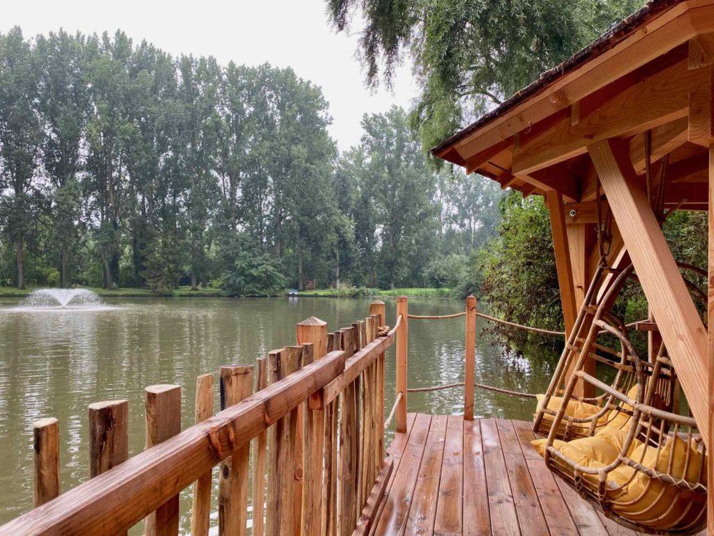 Domaine-Natureza-cabane-du-Lac-avec-lac
