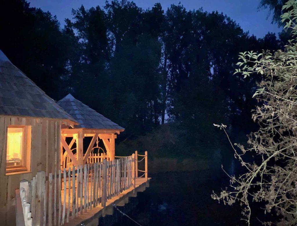 Domaine-Natureza-cabane-du-Lac-nuit