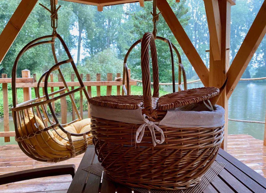 Domaine-Natureza-cabane-du-Lac-panier-petit-dejeuner