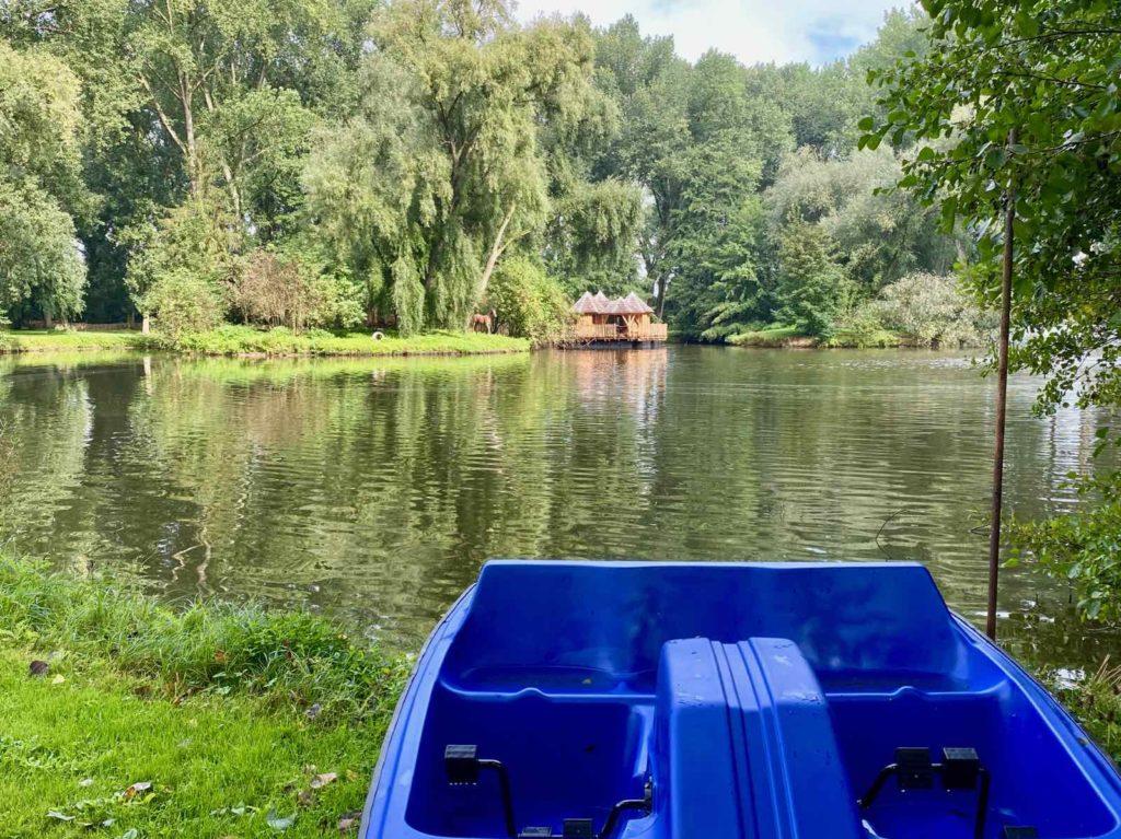 Domaine-Natureza-cabane-du-Lac-pedalo