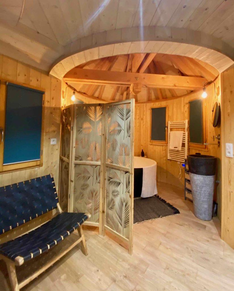 Domaine-Natureza-cabane-du-Lac-salle-de-bain-large