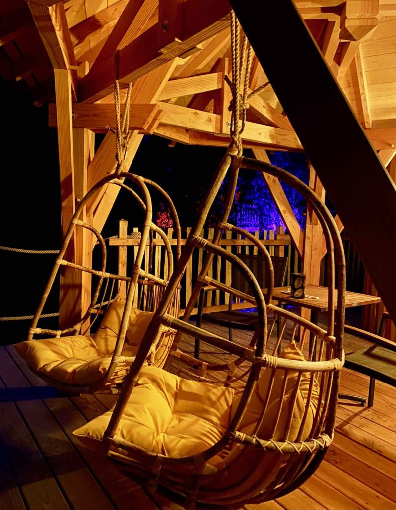 Domaine-Natureza-cabane-du-Lac-terrasse-nuit