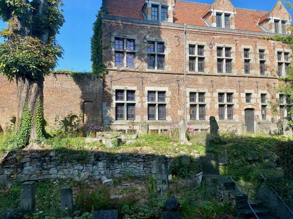 Mons-Belgique-Beaux-Art-musee-vue-sur-petit-jardin
